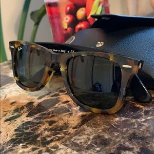🌿☘️Ray Ban Sun glasses for great protection☘️🌿
